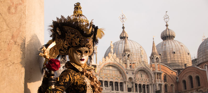 blog-literary-technique-contrast-venice-masquarade