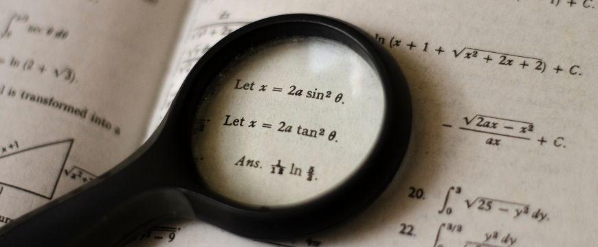 blog-success-secret-chloe-how-i-aced-maths-ext-1-matrix-graduate-top-tips-maths-textbook